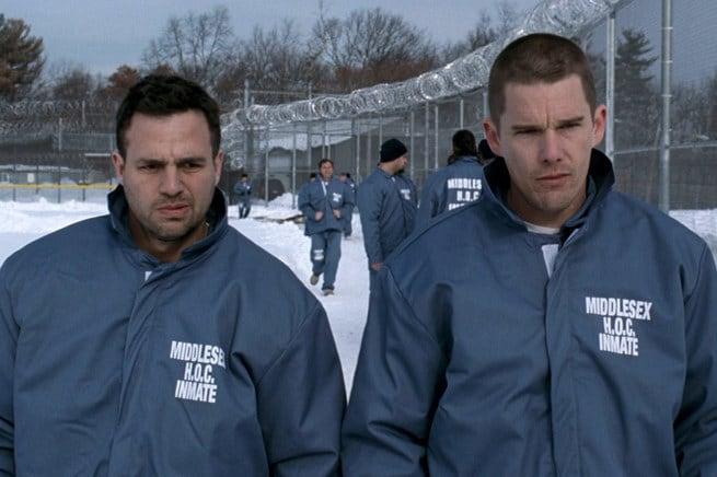 Mark Ruffalo e Ethan Hawke in una scena del film