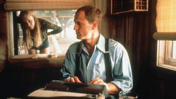 Woody Harrelson e Elisabeth Shue in una scena del film