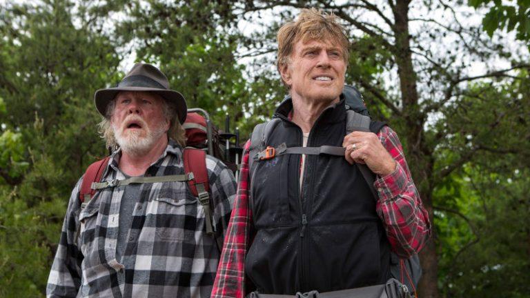 A spasso nel bosco, recensione del film diretto da Ken Kwapis